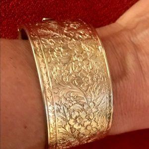 Jewelry - Gold tone costume bracelet. Cuff style. Beautiful.